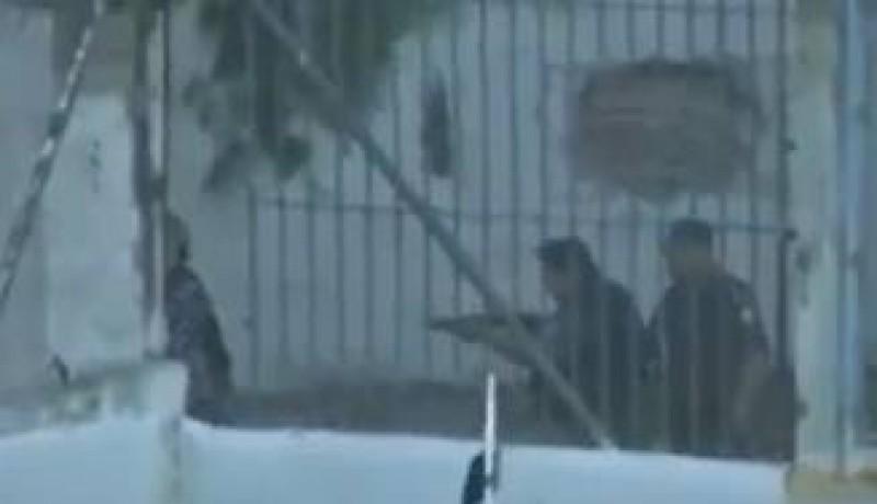 VIDEO - Un fotbalist a fost impuscat in cap de un politist in timpul unui meci
