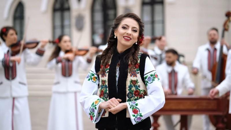 """Video: Una dintre """"Fetele din Botoșani"""" a lansat un """"Cântec despre Cuza Vodă"""""""