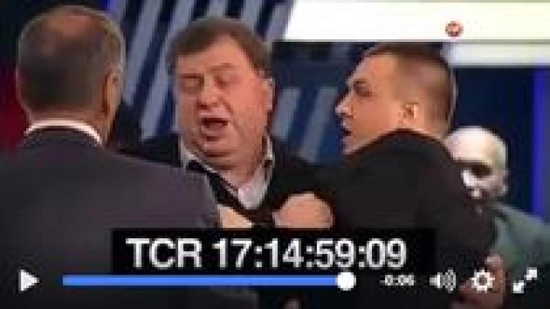 """VIDEO Ziarist polonez, lovit in fata cu pumnul dupa ce a spus la o televiziune din Rusia ca """"ucrainenii vor sa traiasca precum un popor normal, nu in rahat"""", ca rusii"""