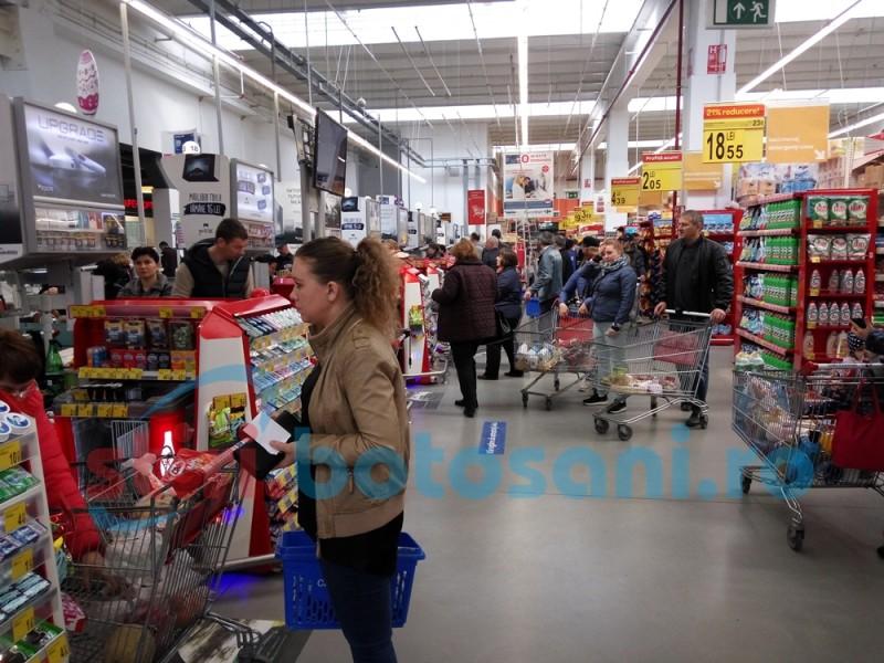 Vinerea Mare, zi liberă pentru bugetari! Start pentru cumpărăturile de Paști! FOTO