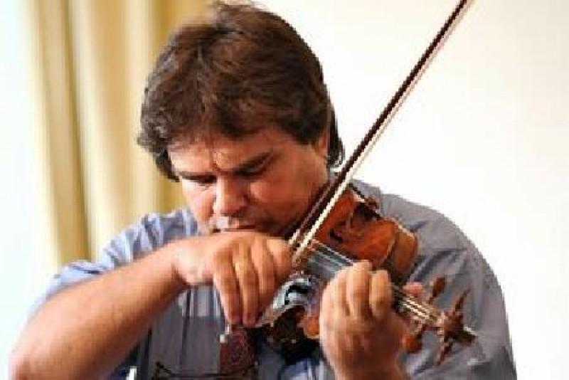 Vioara Guarnieri la care a cântat George Enescu a revenit în comuna natală din judeţul nostru