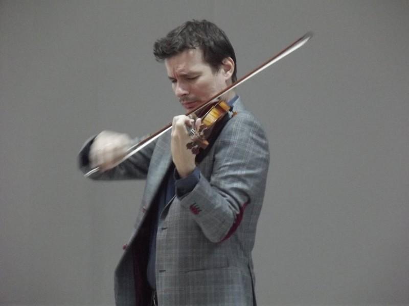 Vioara Stradivarius a cântat pentru copiii din Mihăileni!