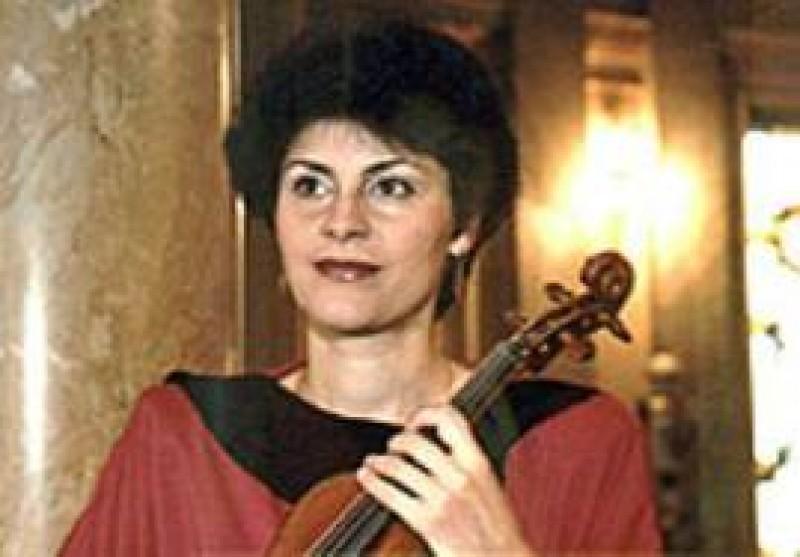 Violonista Cristina Anghelescu, in concert pe scena Filarmonicii Botosani