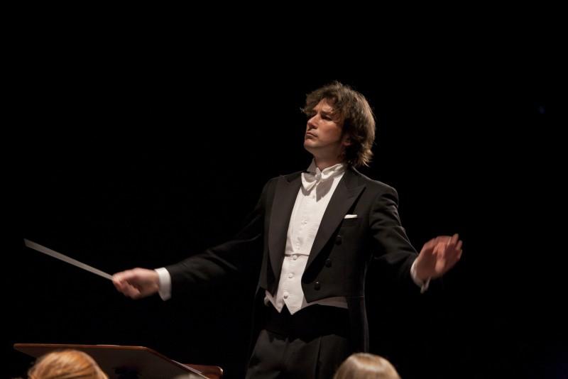 """VIRGIL POPA, dirijorul Orchestrei Internationale din Madrid: """"Sunt mandru ca sunt roman si nu voi uita niciodata de unde am plecat"""""""