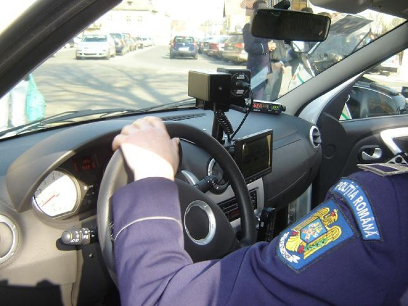 Șoferi prinși conducând cu peste 100 km/h pe drumuri din județul Botoșani!