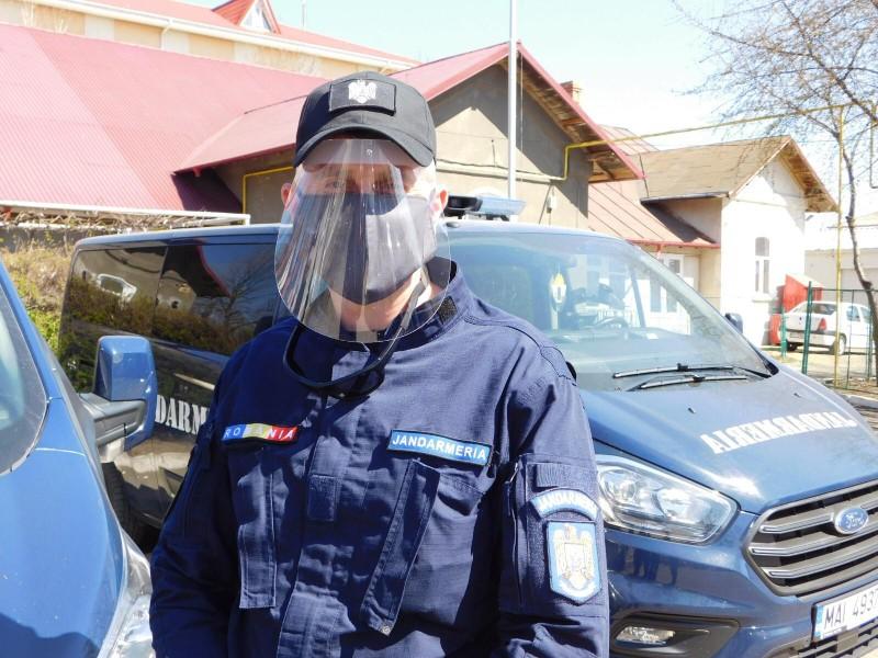 Viziere și mănuși de protecție donate jandarmilor botoșăneni