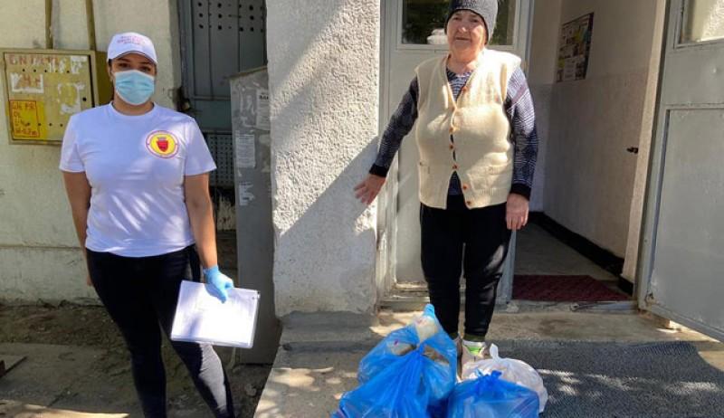 Voluntarii Asociației Grup Civic au vizitat într-o singură zi 74 de bătrâni din Botoșani