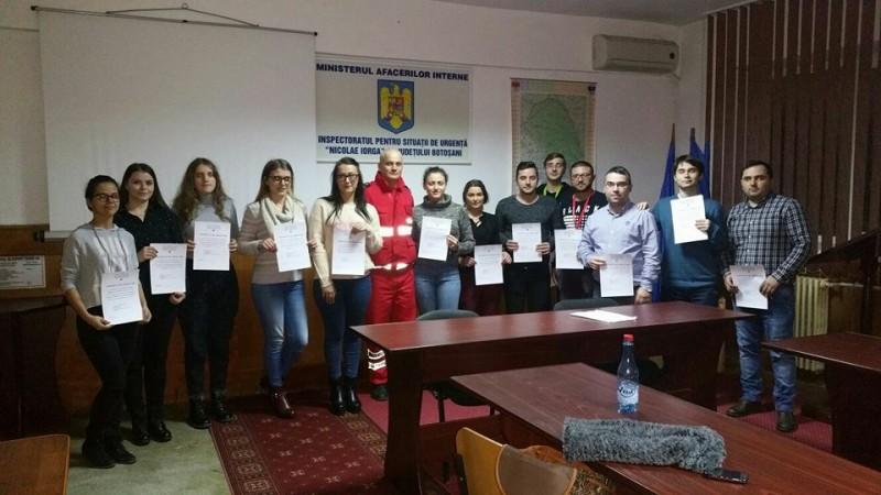 Voluntarii familiarizaţi cu autospecialele, echipamentele şi misiunile ISU Botoşani! FOTO