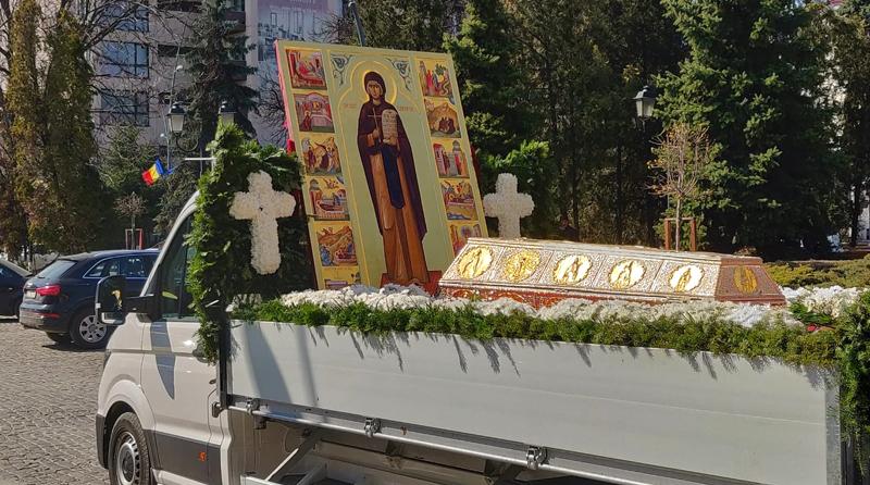 Vremea coronavirusului: Moaștele Sfintei Parascheva de la Iași, purtate în liniște pe drumurile Moldovei. Astăzi, la Botoșani - VIDEO