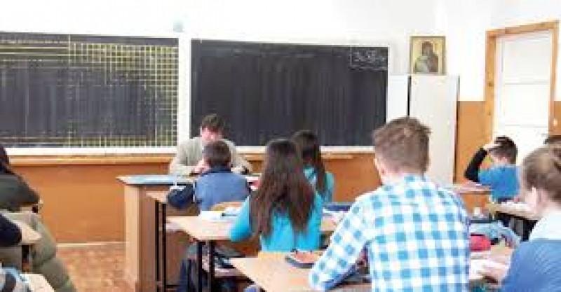 Zece elevi din Botoșani au susținut proba specială a Evaluării Naționale la română
