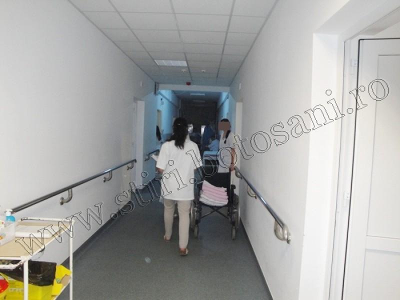 Zeci de angajați ai școlilor sanitare lucrează fără să primească vreun ban, la Spitalul Mavromati