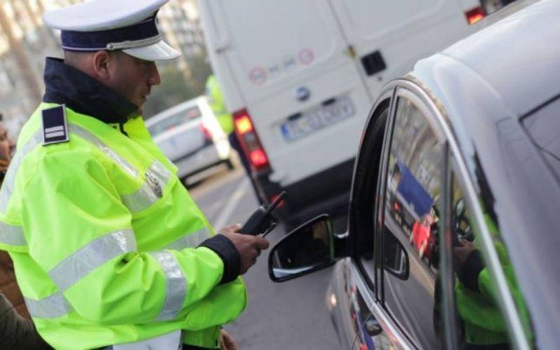 Zeci de autovehicule controlate în municipiul Botoșani. Mai bine de un sfert dintre șoferii opriți au fost amendați