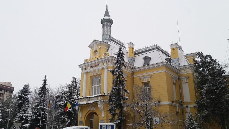 Zeci de funcţii publice neocupate la Primăria Botoşani şi la serviciile din subordine