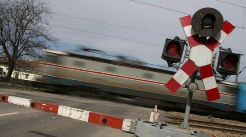 Zeci de mașini verificate la trecerile la nivel cu calea ferată de la Botoșani!