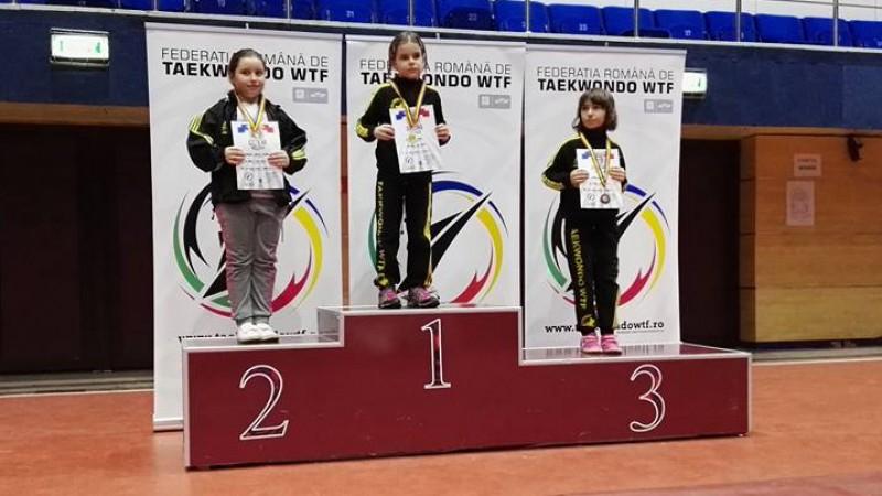 """Zeci de medalii obținute de botoșăneni la """"Cupa României"""" la Taekwondo WTF - FOTO"""