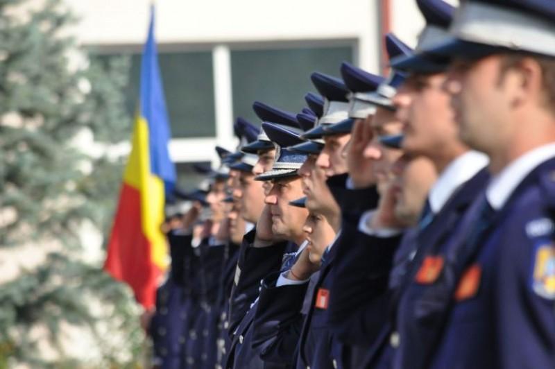 Zeci de ofițeri și agenți ai IPJ Botoșani, avansați în grad, de Ziua Poliției Române