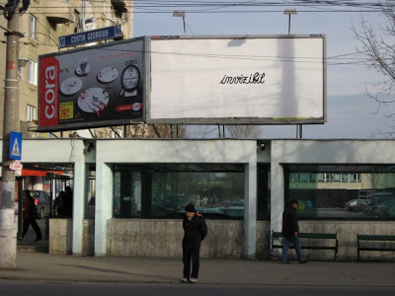 Zeci de panouri publicitare amplasate ilegal în municipiul Botoșani. Agenți economici sancționați