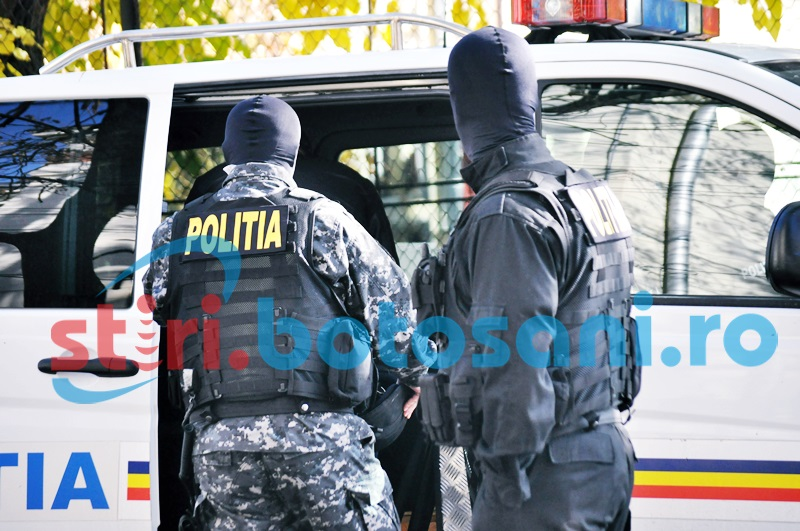 Zeci de polițiști au răscolit, în această dimineață, locuinițele unor botoșăneni bănuniți de furt!