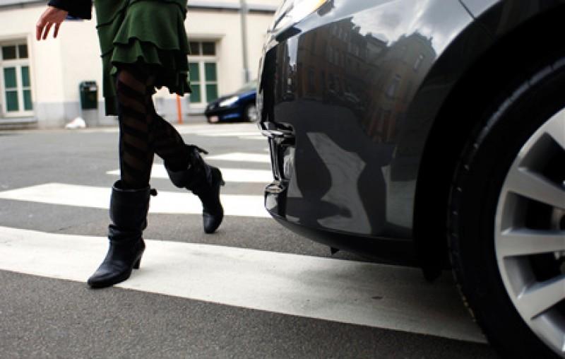 Zeci de polițiști pe drumurile din județ: Șoferii care nu au acordat prioritate pietonilor au rămas fără permis!