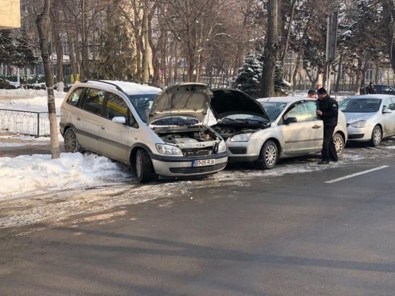 Zeci de şoferi botoşăneni au avut probleme cu pornirea maşinilor, după gerul de luni dimineaţă