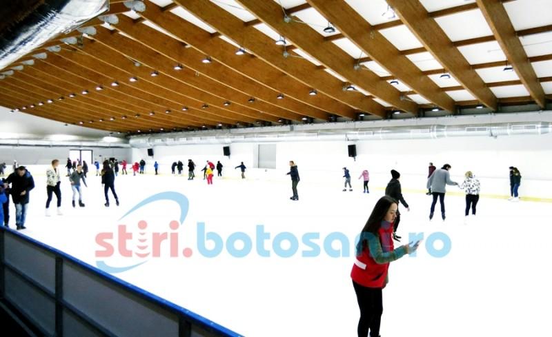 Zeci de botoșăneni au testat patinoarul de la Cornișa! Vezi cum arată în interior - FOTO, VIDEO
