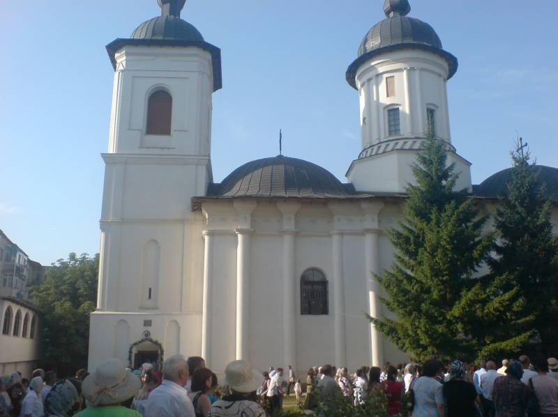 """Zi liturgică de rugăciune, cu prilejul Zilei Internaționale a Copilului, la Biserica """"Sf. Ilie"""" Botoșani"""