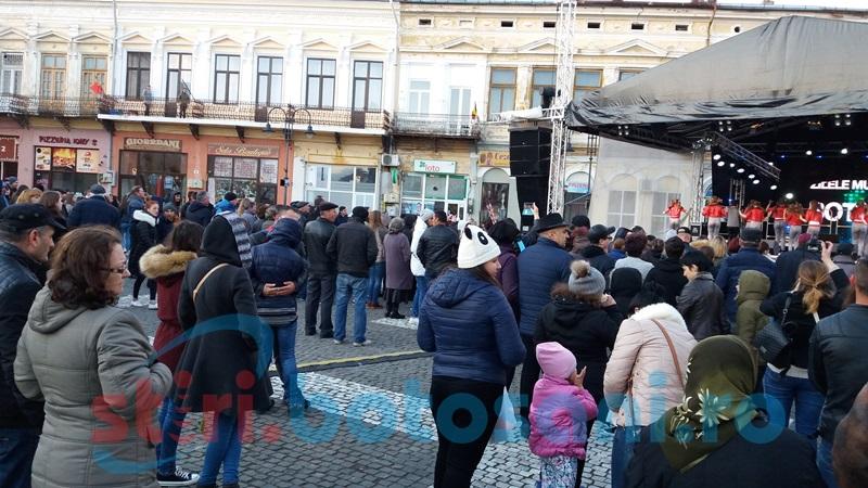 Zilele Oraşului, cu umbrele şi haine groase! Centrul Vechi, animat de botoşăneni dornici să se distreze - FOTO