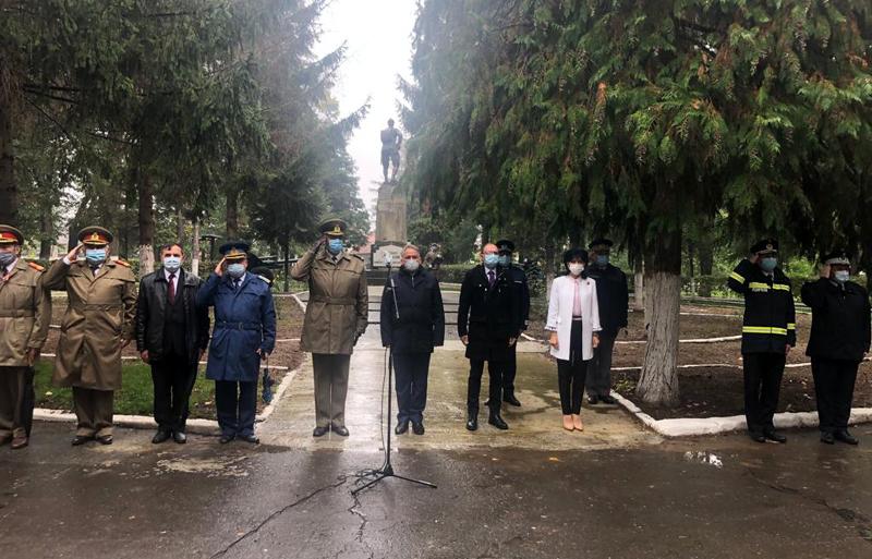 Ziua Armatei Române, marcată cu depuneri de jerbe de flori și la Botoșani - Foto