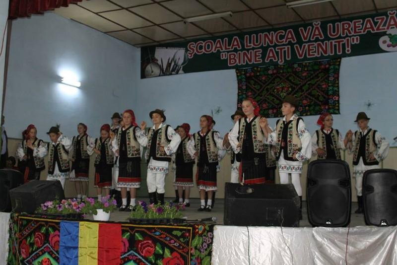 Ziua Copilului, la Lunca: Lansare de carte, spectacol şi premieri ale fiilor satului! FOTO