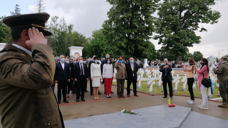 Ziua Eroilor marcată, joi, la Cimitirul Pacea (Foto – Video)
