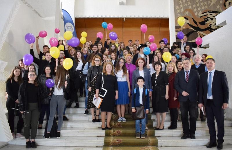 Ziua Europei, sărbătorită în Instituţia Prefectului de zeci de elevi din judeţ - FOTO
