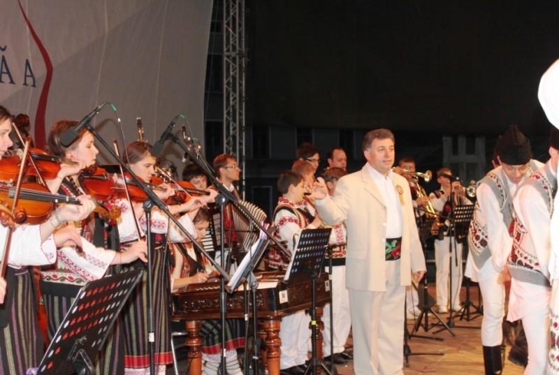 Ziua Naţională a României, sărbătorită de Ansamblul Mugurelul-Mărgineanca la Alba Iulia FOTO
