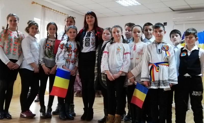 ZIUA NAŢIONALĂ sărbătorită la Şcolile Rediu, Rădăuţi-Prut şi Miorcani