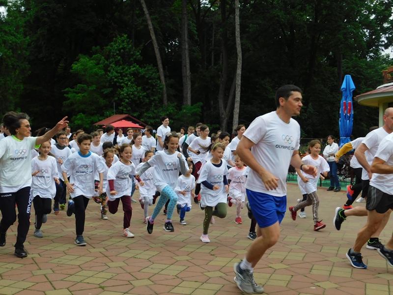 Ziua Olimpică la Botoşani: cros, fotbal, tenis pentru gimnaziu și liceu