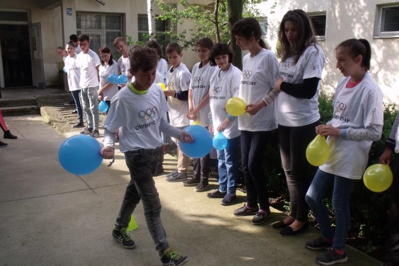 """Ziua Olimpică la Şcoala Profesională Specială """"Sf. Stelian"""" Botoşani - FOTO"""