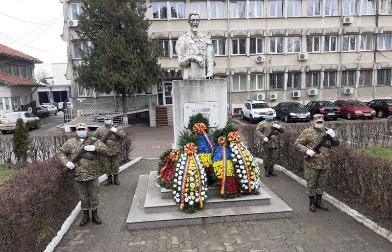 Ziua Unirii Principatelor Române la Botoșani: Depuneri de coroane la Statuia lui Cuza