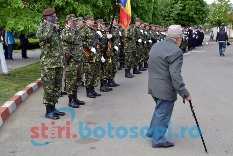 Ziua Veteranilor de Război, cu depuneri de coroane şi defilarea militarilor botoşăneni GALERIE FOTO