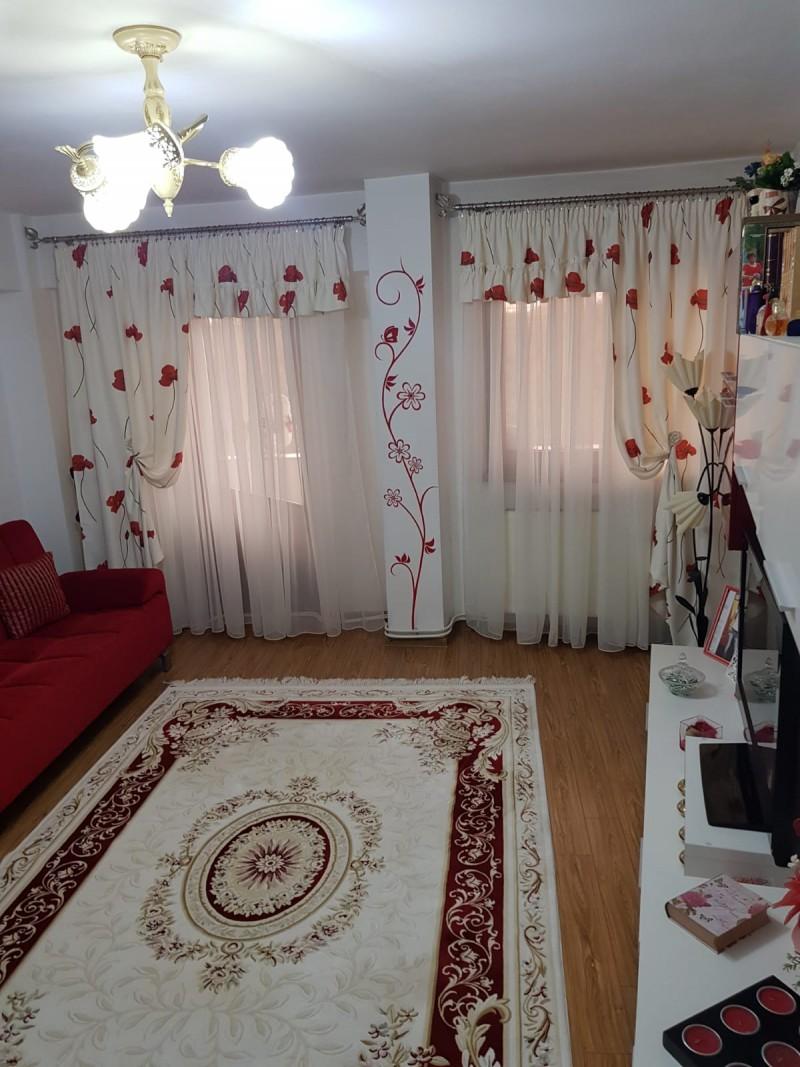 Apartament 3 camere renovat foarte spatios