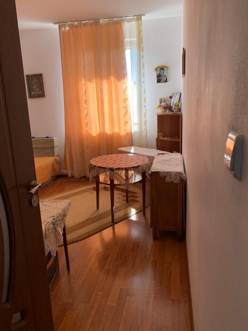 Apartament cu 3 camere cu intrare separata